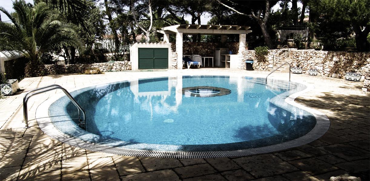 Piscinas con rebosadero acr piscines for Coste mantenimiento piscina